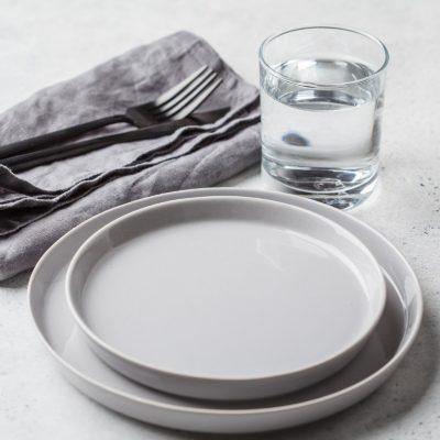 Intervallfasten bei Krankheit, leerer Teller und was im Körper passiert